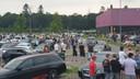 In Enschede hebben honderden auto's zich verzameld voor een carmeeting.