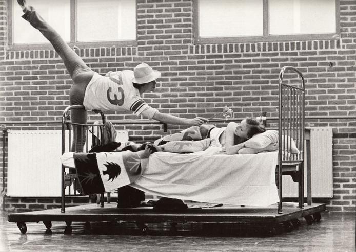 Marco Kalisch en Yteke Waterbolk in het ballet Strangers dat in 1975 werd opgevoerd.