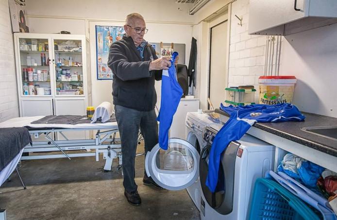 De Goesenaar is betrokken bij de kantine, schoonmaak van de kleedkamers en het sorteren van de tenues.