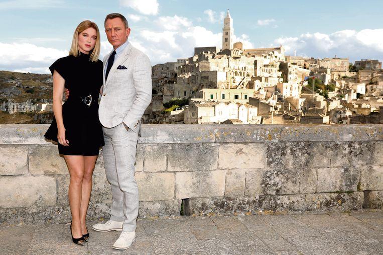 Léa Seydoux en Daniel Craig tijdens opnames in Matera, Italië