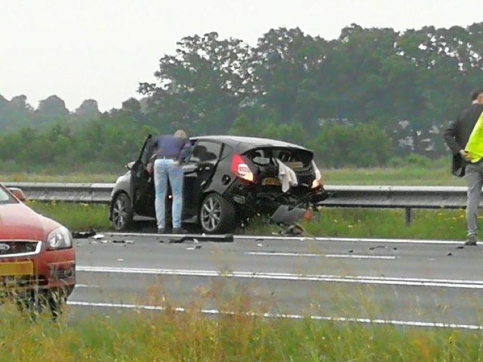 Schade na het ongeluk op de A28.