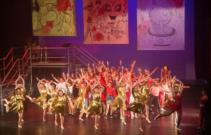 De Musical Fame in De Lievekamp te Oss door leerlingen van TBL.