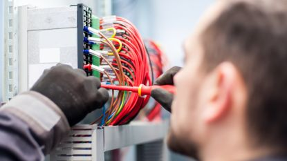 Zo leggen bedrijven technici in de watten