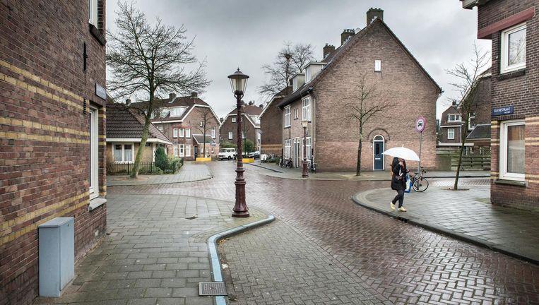 In de Van der Pekbuurt moeten 2600 woningen worden aangesloten op een alternatief voor aardgas, zoals stadswarmte. Beeld Mats van Soolingen