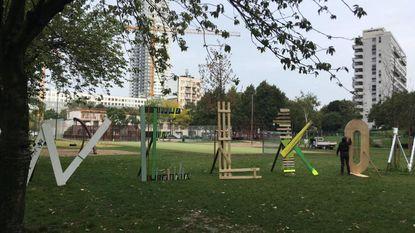 """Artiesten plaatsen boodschap """"Welkom"""" in hart van Maximiliaanpark"""