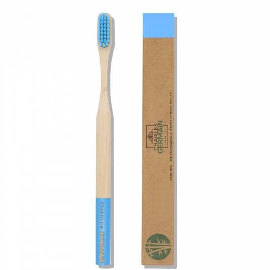 La brosse à dents en bambou biodégradable Charles Germain adoptée au détriment de notre brosse à dents électrique. Sans regrets!