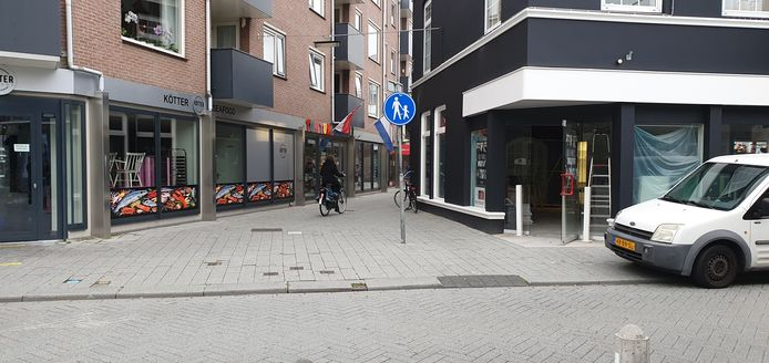 Het bord is duidelijk, toch is het voor fietsers een korte route naar winkelcentrum Thiemsbrug.