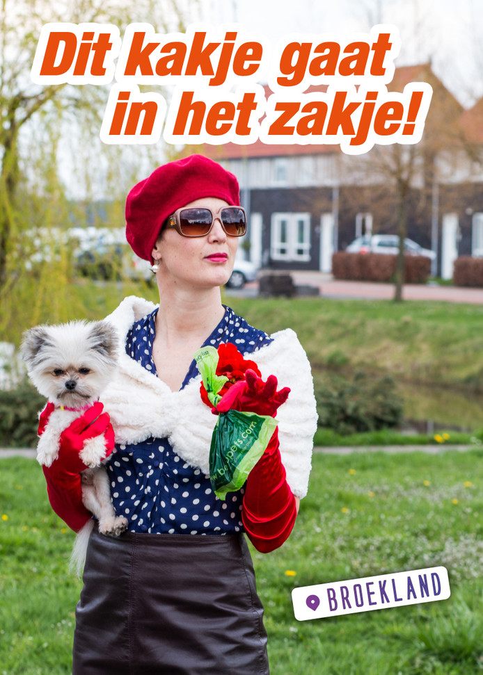 Berber Bouwhuis heeft zich ter beschikking gesteld voor de ludieke actie tegen hondenpoep in Broekland. Zij beeldt een kakmadam uit, haar hond Mossie gaat als zichzelf op de foto.