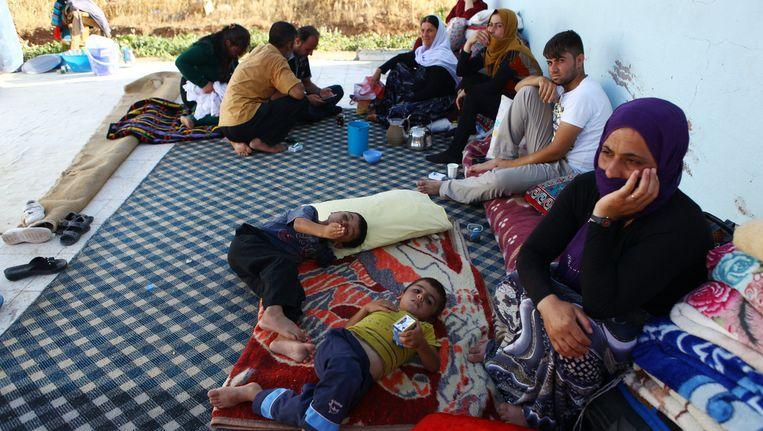 Duizenden yezidi's uit Sinjar zijn de afgelopen week op de vlucht geslagen voor het geweld van terreurgroep Isis. Beeld getty