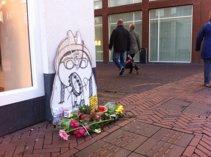 Een monumentje voor 'de tamboerijnvrouw' in de Molenstraat.