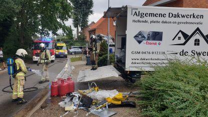 Dakwerker zwaargewond na gasontploffing