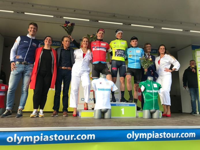 Het podium van de etappe in Twello. Met Max Kroonen (rode trui), etappewinnaar Stan van Tricht en Rik Wielink (blauwe trui).