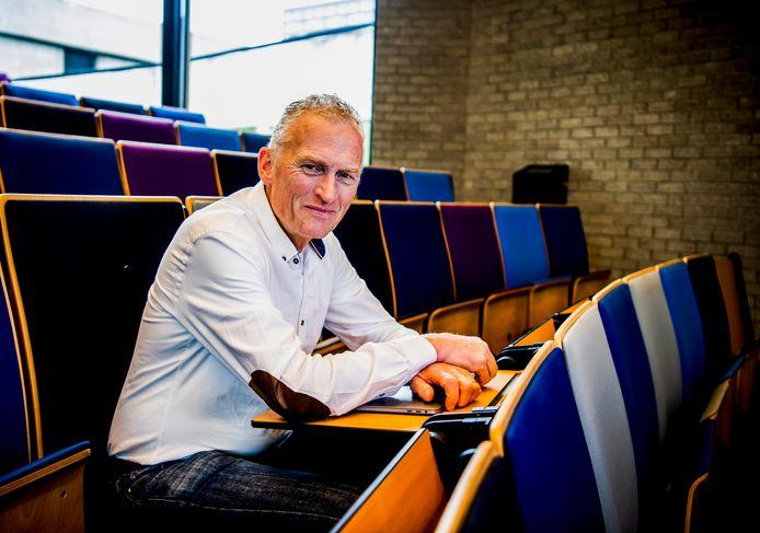 Bijzonder hoogleraar Cor Molenaar beschreef in zijn nieuwste boek hoe platformen als Amazon, Booking.com en Uber de wereld ingrijpend hebben veranderd.