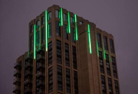 Lichtshow op de Onyx-toren aan de Mathildelaan in Eindhoven