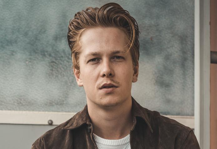 De Zwolse singer-songwriter Karel J. Schepers.