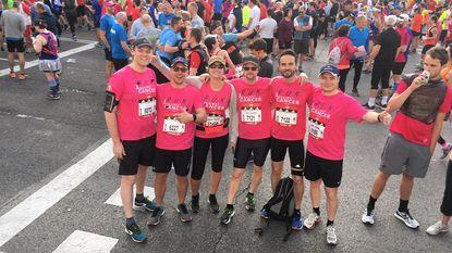 Zes vrienden lopen marathon in Madrid