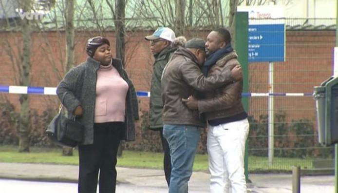La famille de Celio sur les lieux de l'accident.