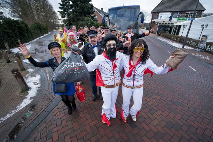 De Bornerbroekse feestvierders gaan net als vorig jaar zondag en maandag met de bus op bezoek bij andere carnavalsvereniging in Nederland en Duitsland.