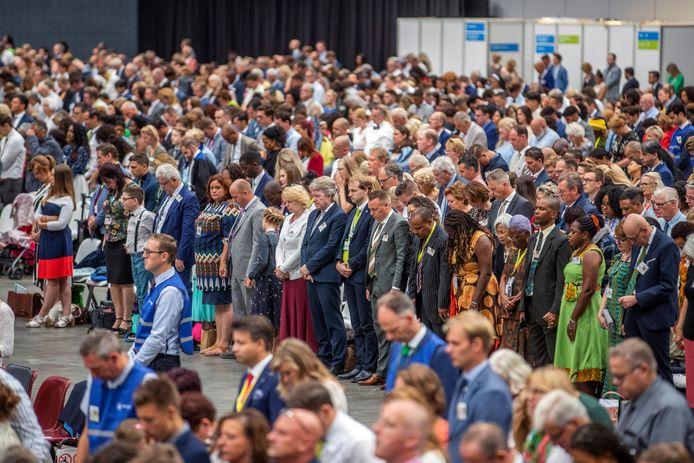 Bezoekers tijdens het internationaal congres Liefde faalt nooit! van Jehova's getuigen in de Jaarbeurs.