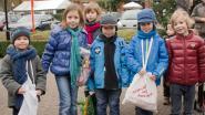 Honderden kinderen maandag de straat op met één doel: centjes, gadgets en snoepjes voor een heel jaar