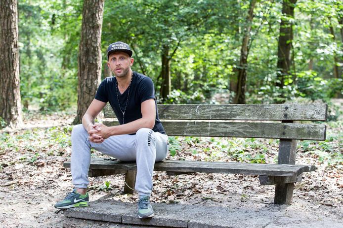 Johan Pater werd als speler van FC Eindhoven betrapt op het gebruik van cocaïne. Tegenwoordig heeft hij een eigen kledinglijn: Helemaal Knettâhh