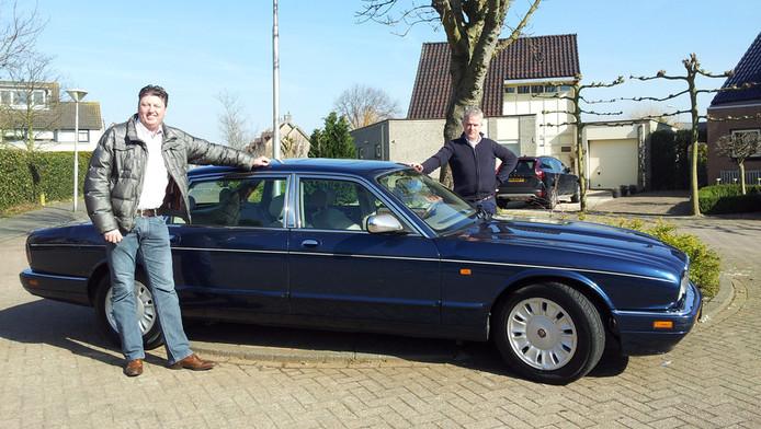 Hein Lommerse (links) en Pieter Smit: trotse nieuwe eigenaren van de Daimler van Pim Fortuyn