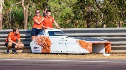 Nederlandse zonneauto brandt volledig uit op World Solar Challenge