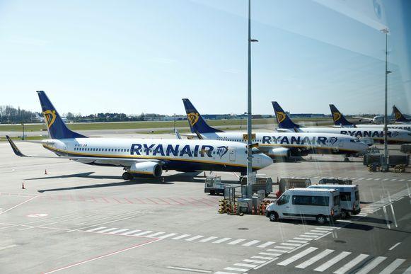 Vliegtuigen van Ryanair geparkeerd op het tarmac van Brussels South Charleroi Airport.