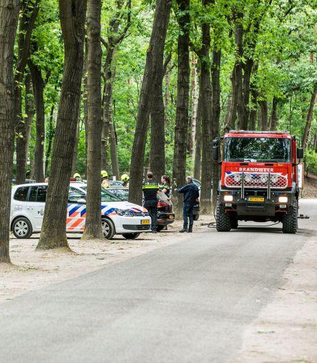 EOD zoekt explosieven en vindt benzine in verdachte auto bij recreatiepark Otterlo