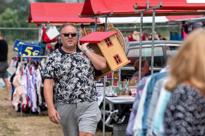 In juli vond een grote vlooienmarkt plaats op het evenemententerrein van Park Lingezegen.