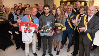 Een biermand voor Thomas De Gendt, een wielertruitje voor de burgemeester