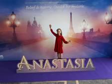 Mimi (8) uit Zevenbergen speelt Anastasia in Scheveningen