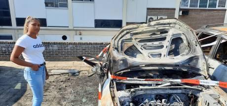 Half slaperig ziet Tanuja dat zij slachtoffer is van dubbele autobrand in Apeldoorn: 'Ik zakte in elkaar'