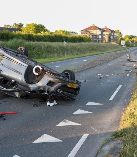 Gewonde én flinke ravage nadat automobilist macht over het stuur verliest in Houten