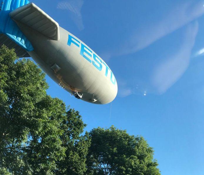 De zeppelin - of blimp - net buiten Hengelo eerder deze week.