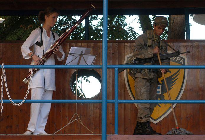In samenwerking met de VN verzorgde  The Turn Club een muziekproject aan weerszijden van de bufferzone in Nicosia, de gedeelde hoofdstad van Cyprus.