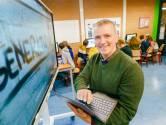 Webcamdocent: 'Ik wilde geen uitval, dus nu geef ik les van een afstandje'