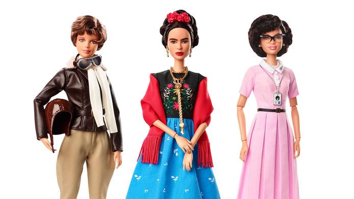 Frida Kahlo (in het midden) als Barbie.