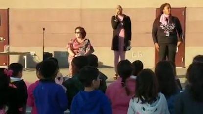 Hartverwarmend: 500 leerlingen ontroeren zieke directrice met liedje