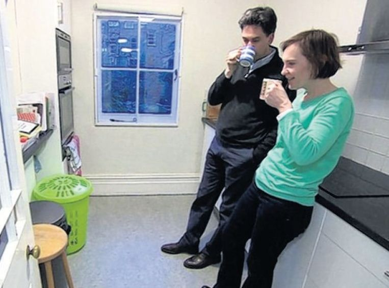 Miliband wekte in een interview ten onrechte de indruk dat hij sober woont. Beeld reuters