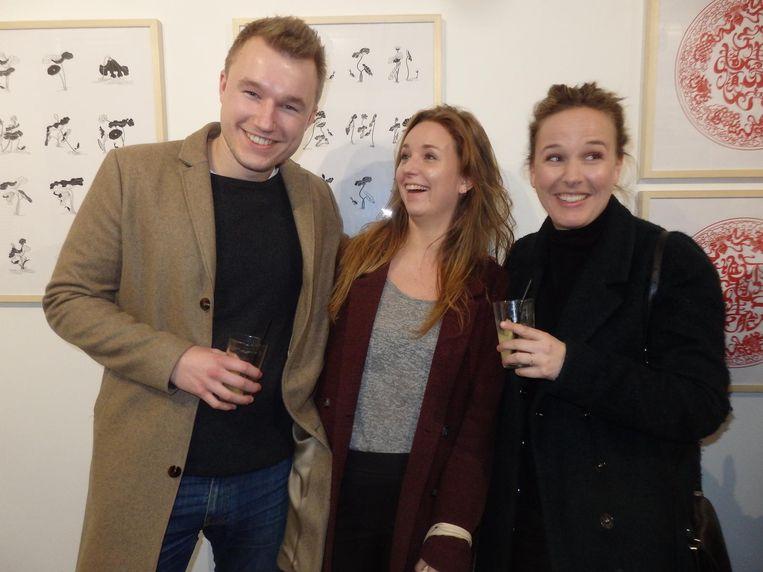 Bewoner/bestuurder Ben Minnema, Michelle Potters (Amsterdam FM) en Roos Hilhorst (Strange Sounds From Beyond) Beeld Schuim