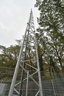 De zendmast in Mander, een van 983 plekken in deze regio die ons mobiel bereik verzorgen