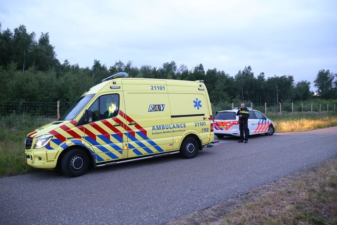 De bestuurder is korte tijd later in de omgeving van het ongeval aangehouden.