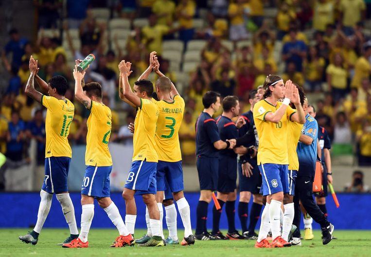 Spelers van Brazilië bedanken de fans na afloop van de wedstrijd tegen Venezuela (3-1) Beeld anp