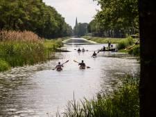 Kanoën voor broederschap in Almelo