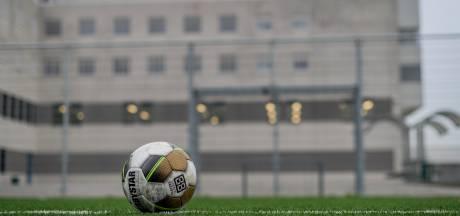 Heracles en FC Twente helpen gevangenen bij vrijlating; 'Kans dat ze opnieuw in fout gaan kleiner'