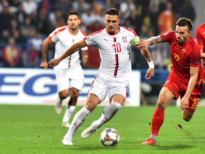 Dusan Tadic (links) in duel met Marko Simic.