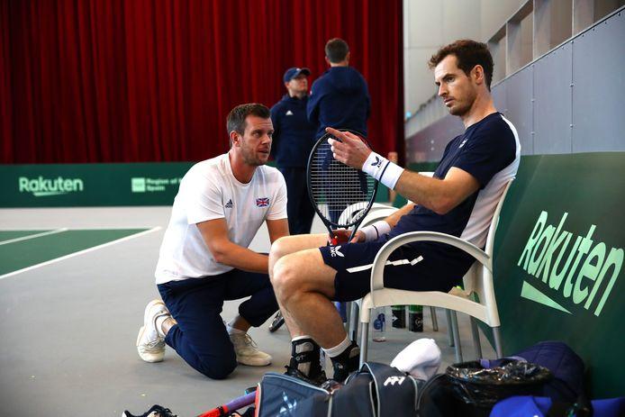 Andy Murray (rechts) en teamcaptain Leon Smith.
