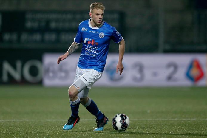Achter het meespelen van Luuk Brouwers, hier vorig seizoen in actie tegen Telstar, staat nog een vraagteken.