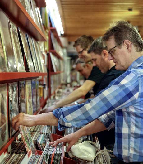 Drukke Record Store Day in Bergen op Zoom: 'De echte liefhebber komt vroeg'
